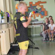 Emilio (7) singt ein Lied auf Spanisch; Foto: C. Schreiter